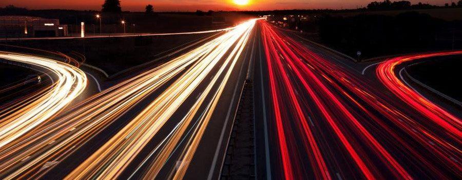 Diseñan una carretera con carga inalámbrica para vehículos eléctricos.