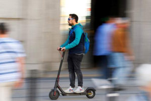 La nueva normativa de la DGT para regular el uso de patinetes eléctricos.
